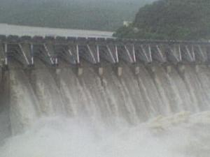 Heavy_water_flow_from_Srisailam_dam